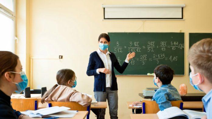 Последний раз педагогам повышали зарплаты в январе. Новости Украины