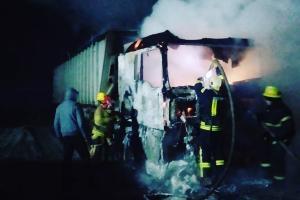 Сразу два грузовых автомобиля загорелись. Из-за чего начался пожар и в каком состоянии транспортные средства. Новости Днепра