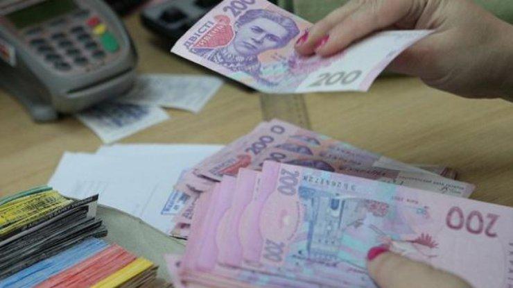 За 25 лет среднемесячные зарплаты в Украине выросли в гривне в 159 раз, а в долларах - в 6,2 раза. Новости Украины