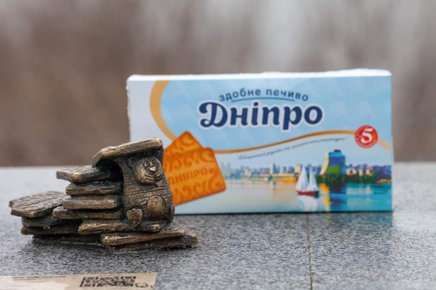 Остановитесь! Раскрыли тайну пропажи мини-скульптуры «Печиво Дніпро». Новости Днепра