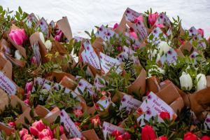 Новости Днепра про «Такое внимание - бесценно»: тысячи цветочных букетов от мэра получили днепрянки в честь 8 марта