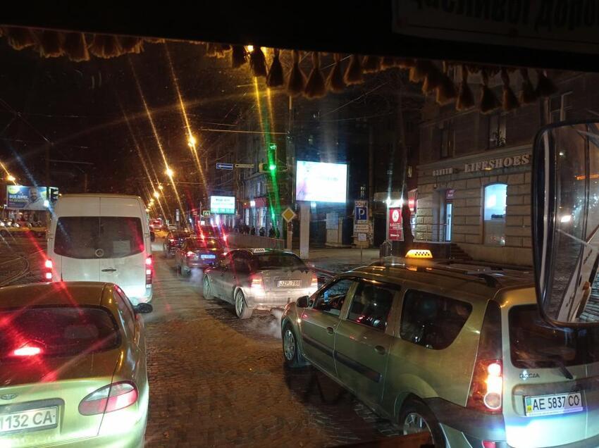 Новости Днепра про Шум на весь город: в центре Днепра бунтуют таксисты (ВИДЕО)