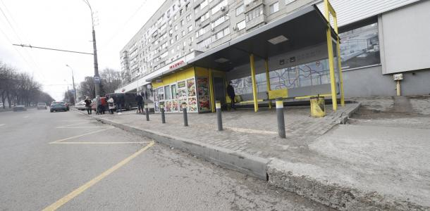 18 безопасных остановок общественного транспорта установят в Днепре