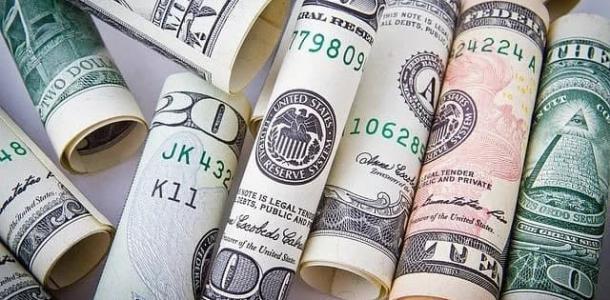 Доллар вырос, евро упало: курс валют на 2 марта