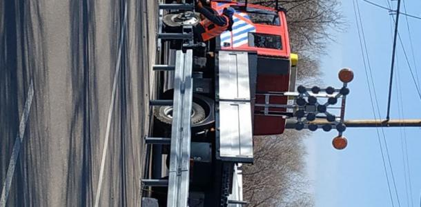 Отбойник посреди дороги на Набережной в Днепре: все «за» и «против»