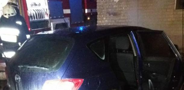 В Днепре внезапно загорелся припаркованный автомобиль