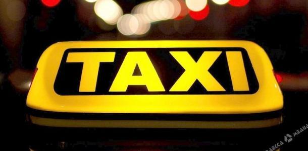 Таксист в нетрезвом состоянии в Днепре стал виновником аварии и устроил драку