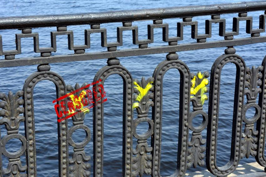 #БыдлоДнепра: вандалы испортили набережную и «шар желаний»