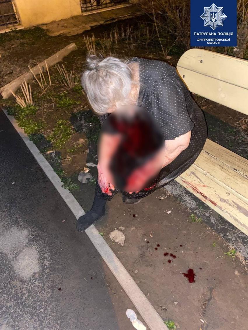 В Днепре мужчина избил родную мать пожилого возраста