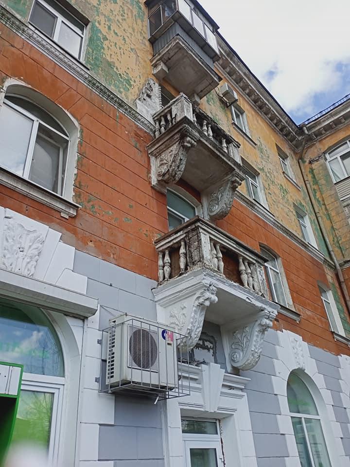 Новости Днепра про Девушку в Днепре чуть не убил упавший с неба кусок балкона