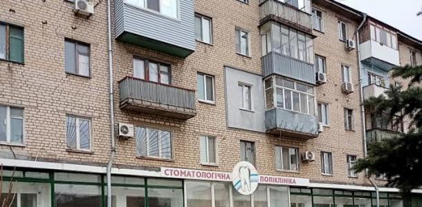 Закрылась стоматологическая клиника на Слобожанском проспекте. Как выглядит опустевшее здание