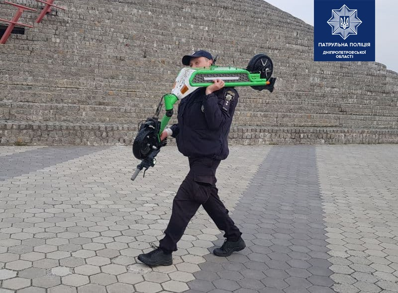 Новости Днепра про Подростки утопили шеринговый электросамокат в Днепре