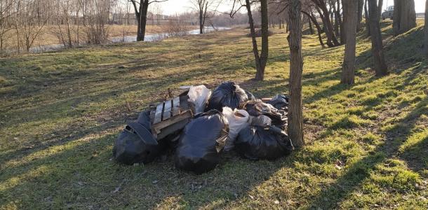 Жителю Днепропетровщины вернули выброшенный им мусор вместе с протоколом