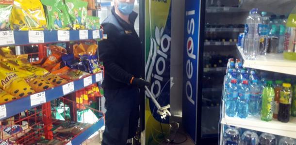В Днепре змея приползла за покупками в местный магазин