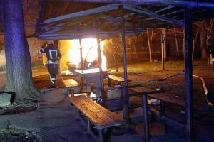 Новости Днепра про Возле жилого дома вспыхнул автомобиль
