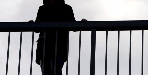 Последний шаг: на Амурском мосту 32-летний мужчина был в минуте от смерти