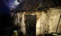 В Днепре спасатели боролись с пожаром в бане