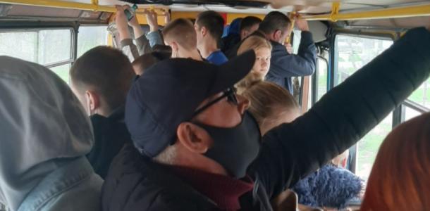 В маршрутках Днепра не соблюдают карантинные ограничения (ФОТОФАКТ)