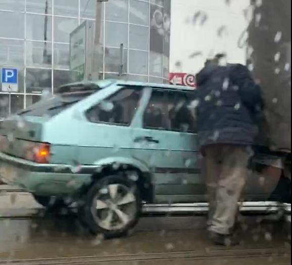 Новости Днепра про ДТП возле Озерки заблокировало движение трамваев
