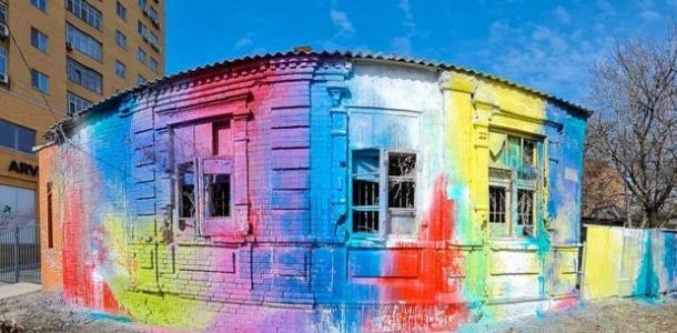 В Днепре на Гусенко художники облили краской заброшку