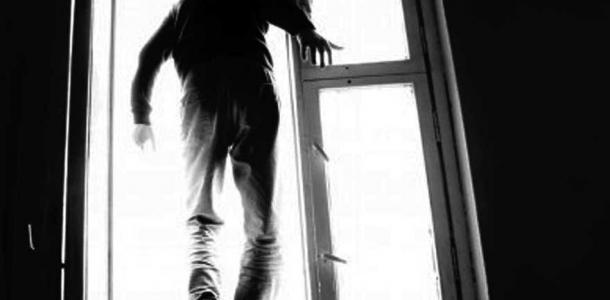 21-летний днепровский военнослужащий выбросился из окна