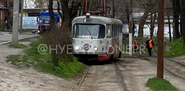 В Днепре сошел с рельсов трамвай (ВИДЕО)