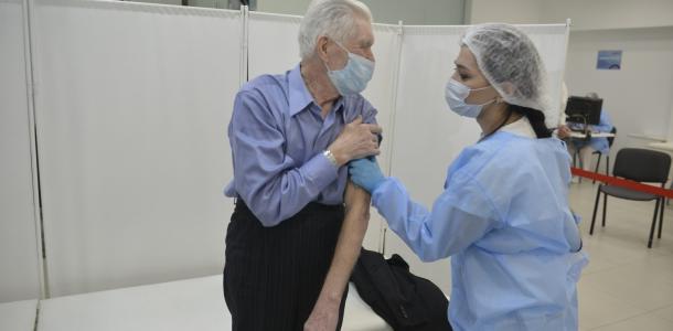 Вакцинированы более 30 тысяч жителей Днепропетровщины: 4 тысячи — люди 80+