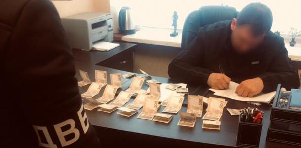 Под Днепром мужчина предложил полицейскому взятку и получит срок