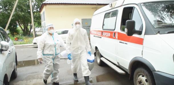 Днепровские медики учатся делать вакцинацию Phizer и CoronaVac