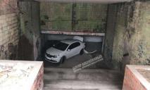 «Чтобы скрыть следы ДТП»: в подземке Днепра бросили машину