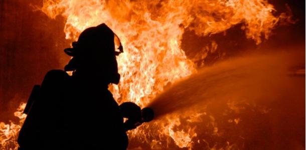 В результате пожара на Днепропетровщине пострадали двое людей