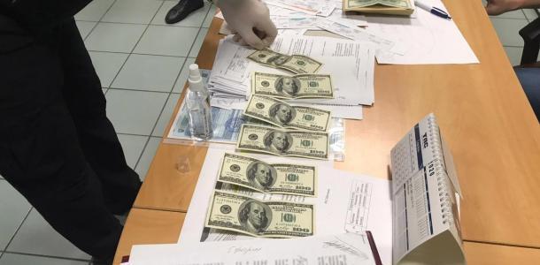 В Днепре у иностранного студента требовали 800 долларов за диплом
