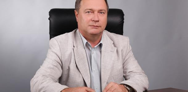 Горсовет выплатит помощь одному из богатейших ректоров Днепра