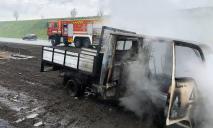 На трассе во время движения загорелся грузовик