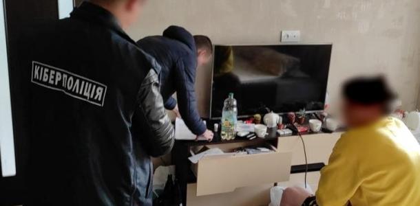 Сайты-двойники: трое 19-летних парней занимались воровством в Интернете