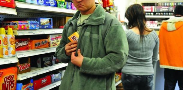 Сыр, алкоголь, маски и мини-коптер: что воруют в супермаркетах АТБ в Днепре