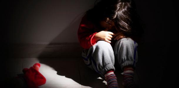 Мужчина два года насиловал несовершеннолетнюю девочку