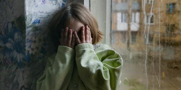 В Днепре мужчина затащил девочку в лифт и пытался изнасиловать