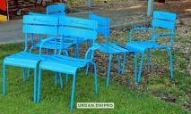 В Днепре в обновленном сквере Усачева появились люксембургские стулья