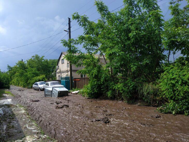 Новости Днепра про Шрек бы позавидовал: в Днепре улицу затопило грязью (ФОТО)