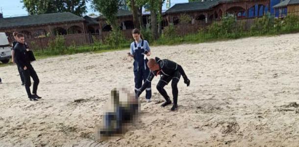 В Днепре хозяина брошенной среди реки лодки нашли мертвым