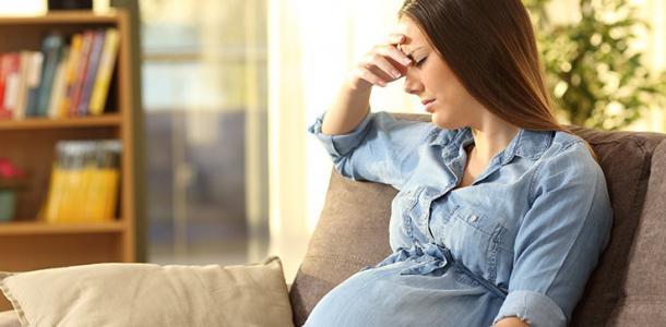 Поссорилась с парнем: в Каменском 17-летняя беременная девушка пыталась порезать вены