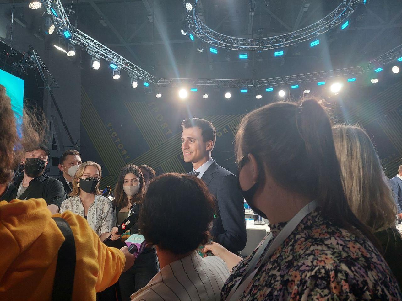 Новости Днепра про В Днепр вместе с президентом приехал шоумен и губернатор Черкасской области Александр Скичко