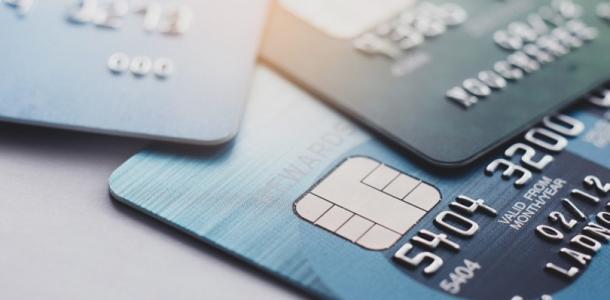 «Приватбанк» и «Ощадбанк» усложнят переводы денег: подробности