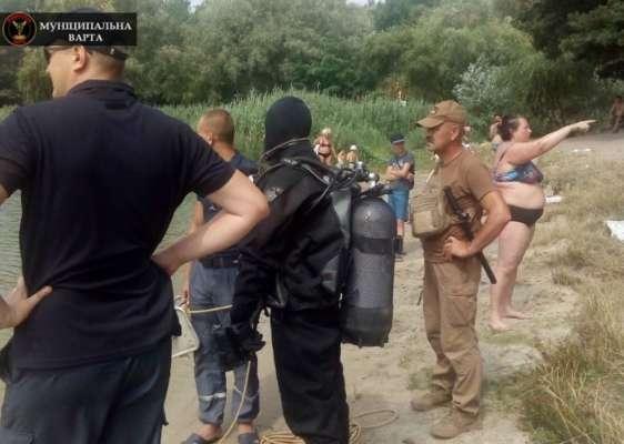 Новости Днепра про Курьезный случай: женщина несколько часов наблюдала за водолазами, которые искали её в реке