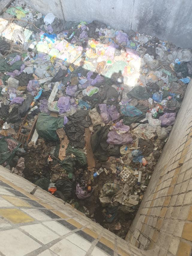 Новости Днепра про Мусор может стать причиной ДТП: подземный переход в Подгородном превратили в груду хлама