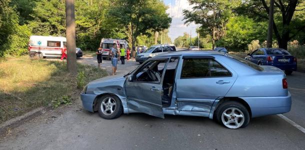 В Кривом Роге столкнулись две машины: пострадал ребенок