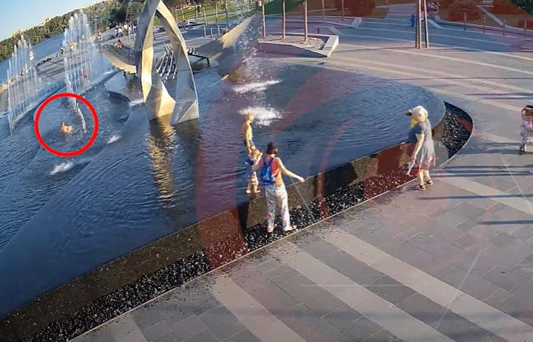 Новости Днепра про Гибель ребенка из-за падения в фонтан в Днепре: видео с места происшествия
