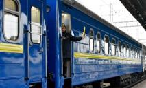 Столкнулись поезд и грузовой трейлер: какие рейсы через Днепр задерживаются
