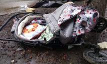 Мопедисты сбили детскую коляску с 6-месячным ребенком